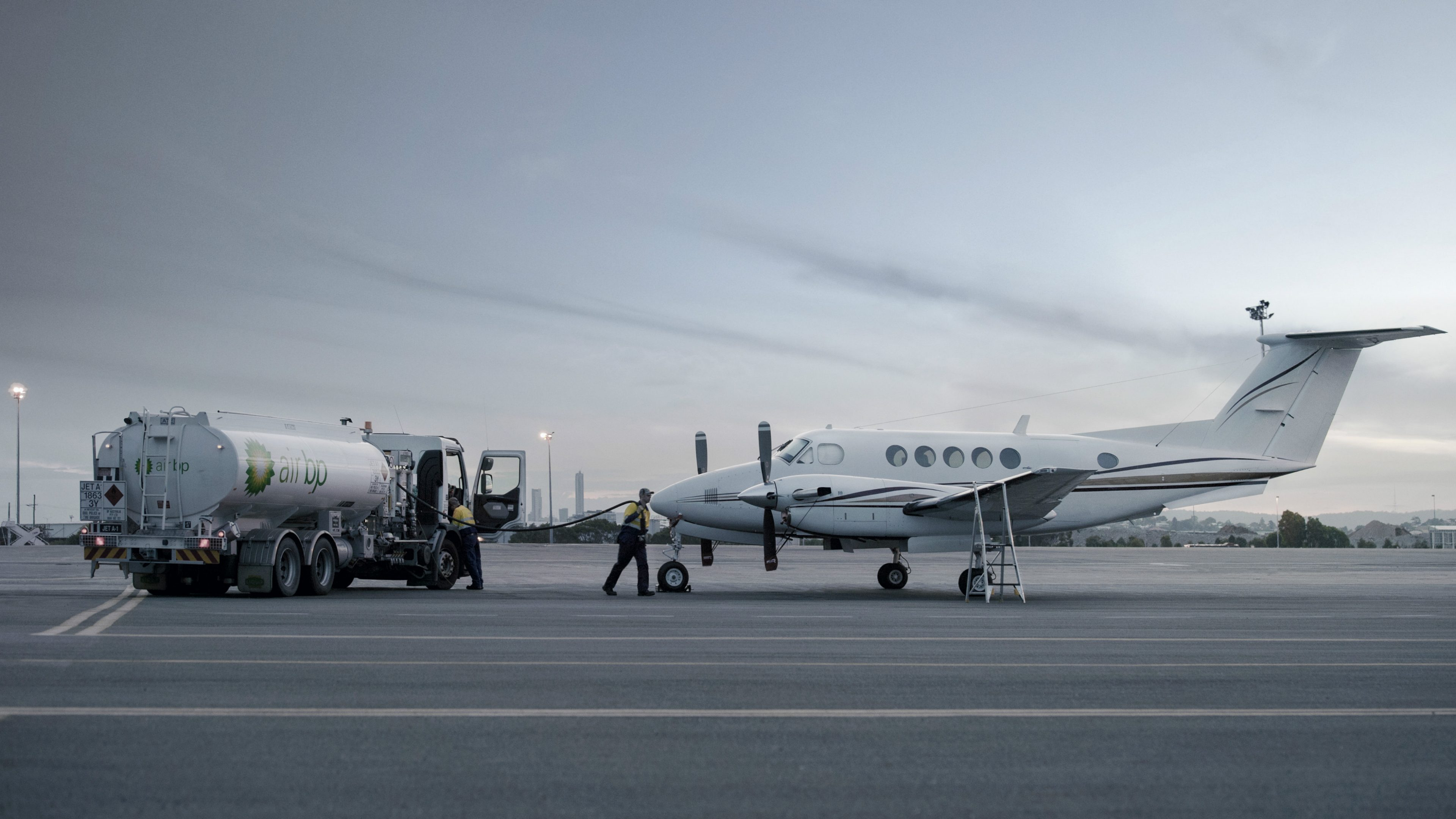 Air BP tanker and Beechcraft B200 King Air