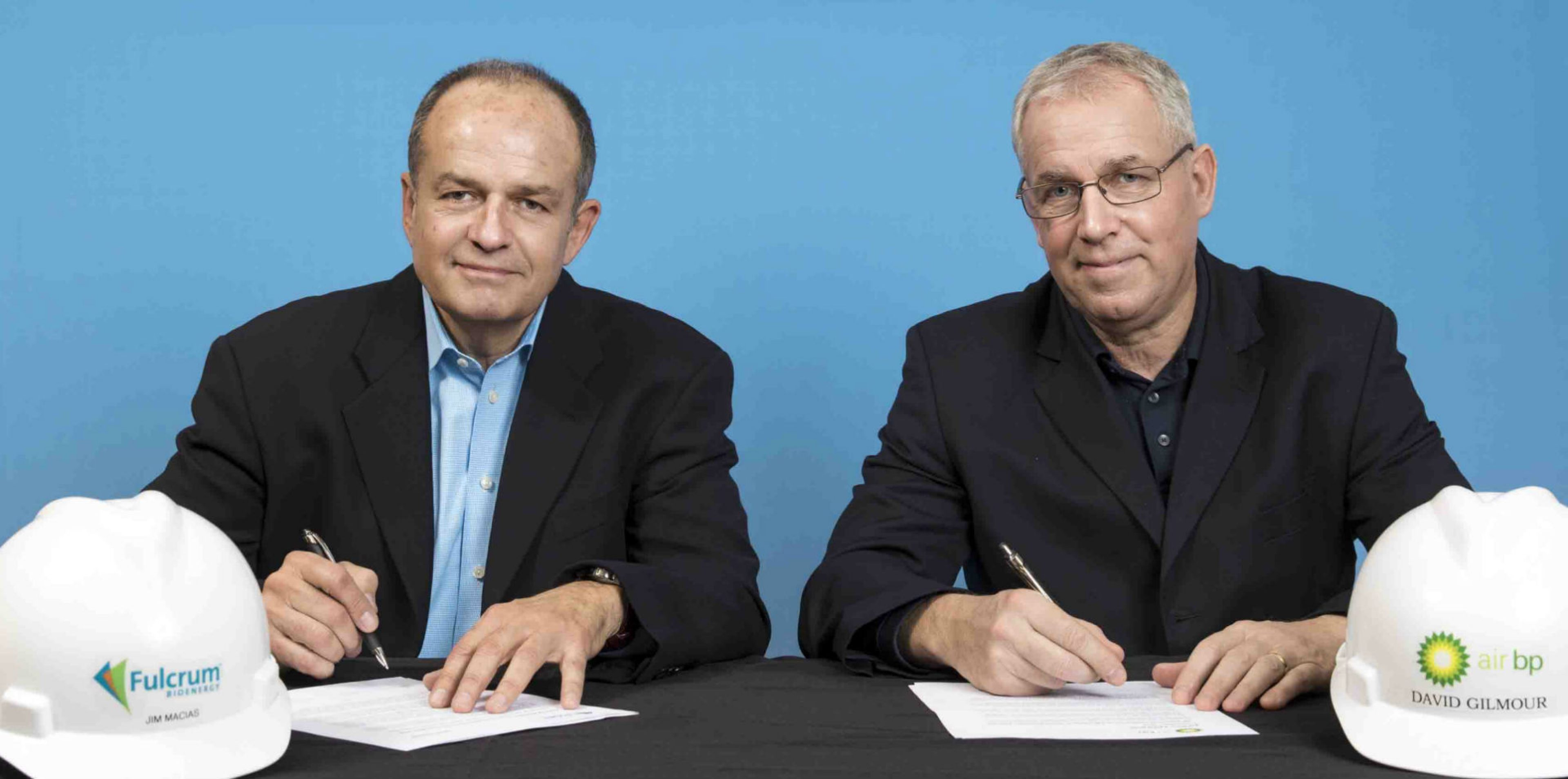 L-R, E.James Macias, President and CEO of Fulcrum, signs agreement with David Gilmour, Vice President Technology, Commercialisation and Ventures, BP Ventures