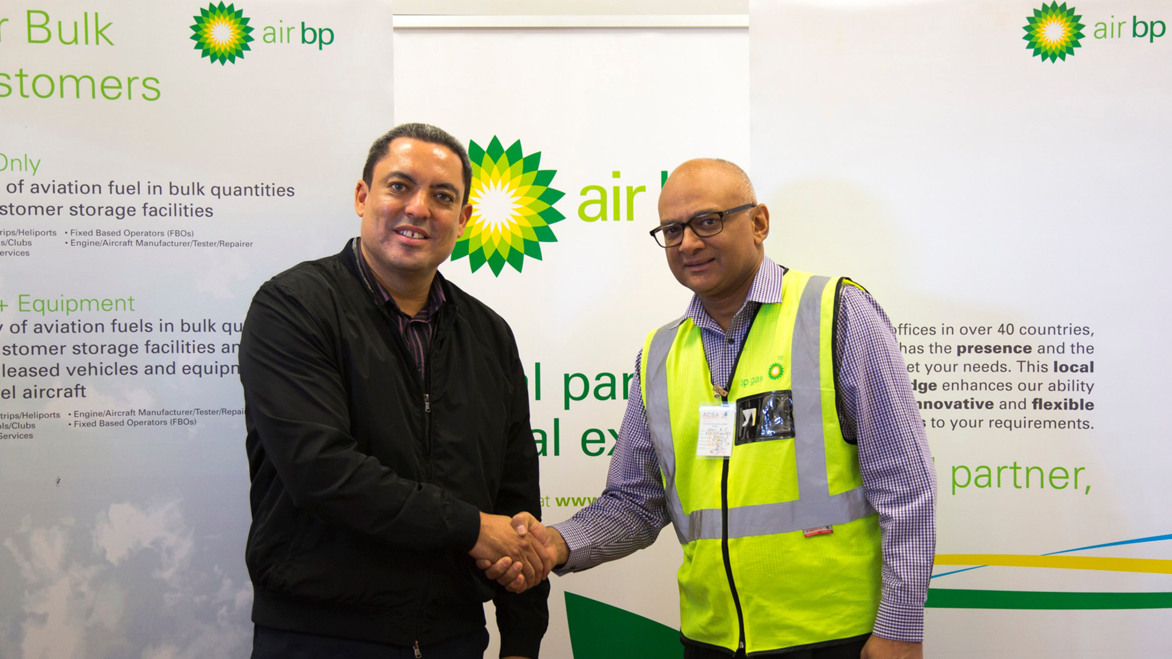 Mark Maclean, Assistant General Manager Operations Services – Cape Town, Airports Company of South Africa (left) and Anthony Leon, General Manager, Air BP Southern Africa shake hands on the take over (right)