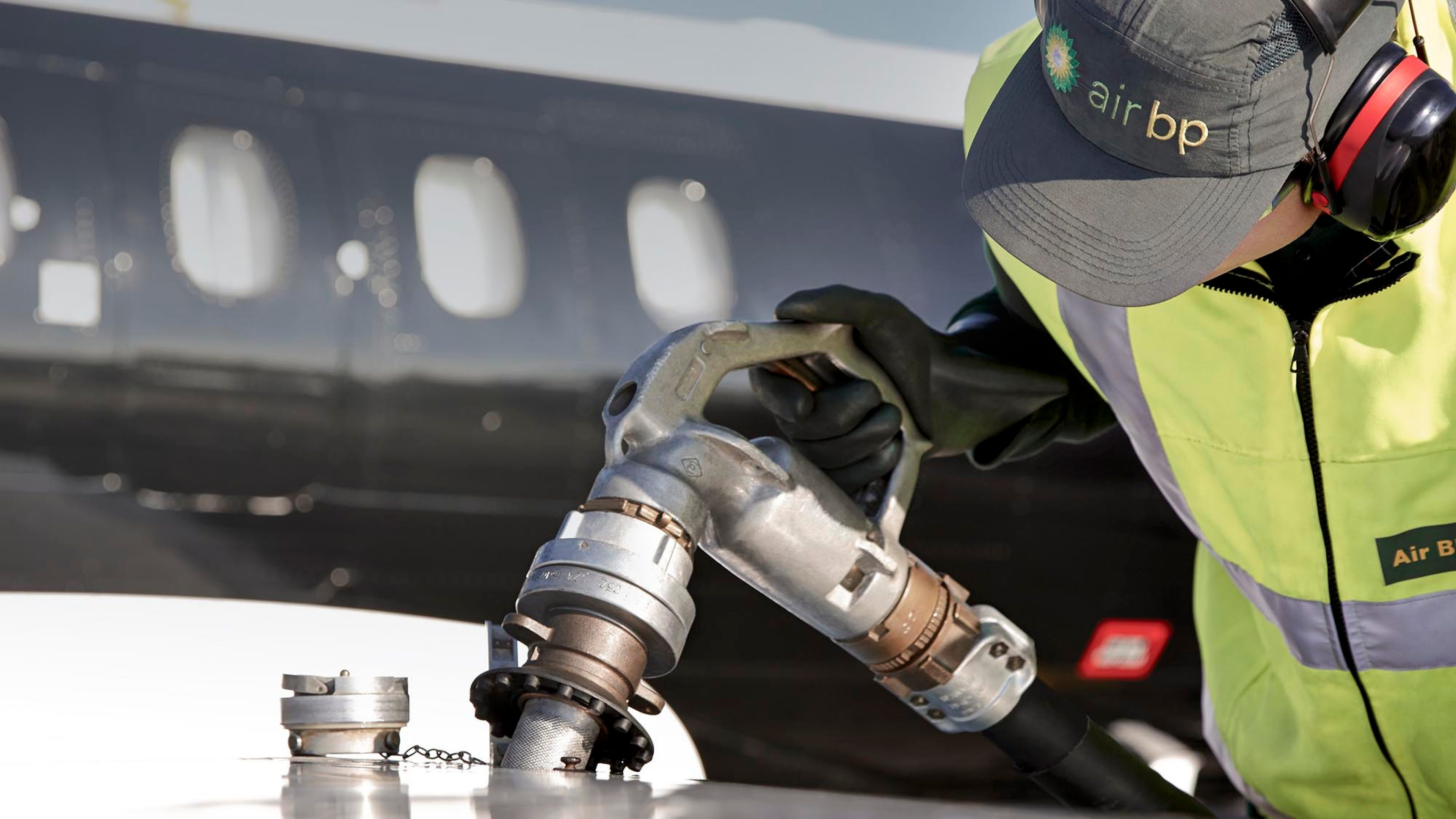 Operator refuelling aircraft