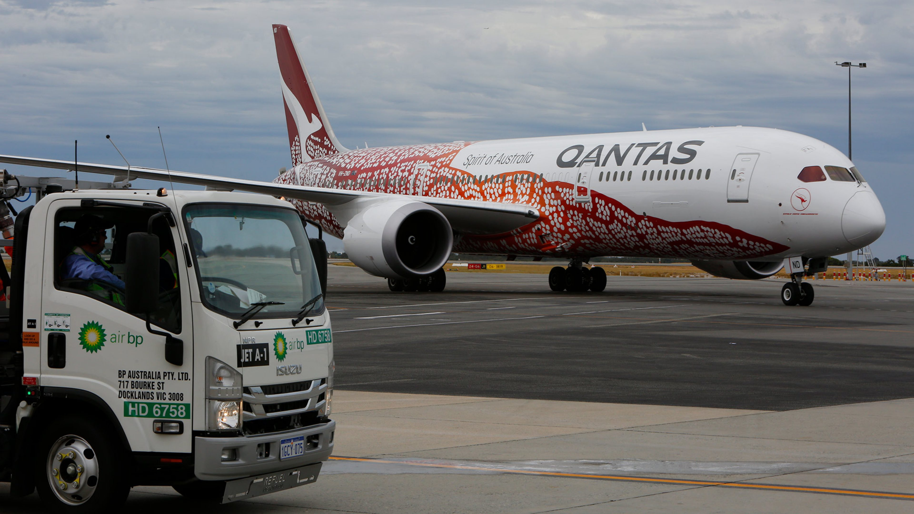 Air BP refuelling team meets the Qantas Dreamliner at Perth Airport