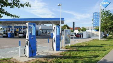 Aral to build more than 100 ultra-fast charging points at retail sites in Germany