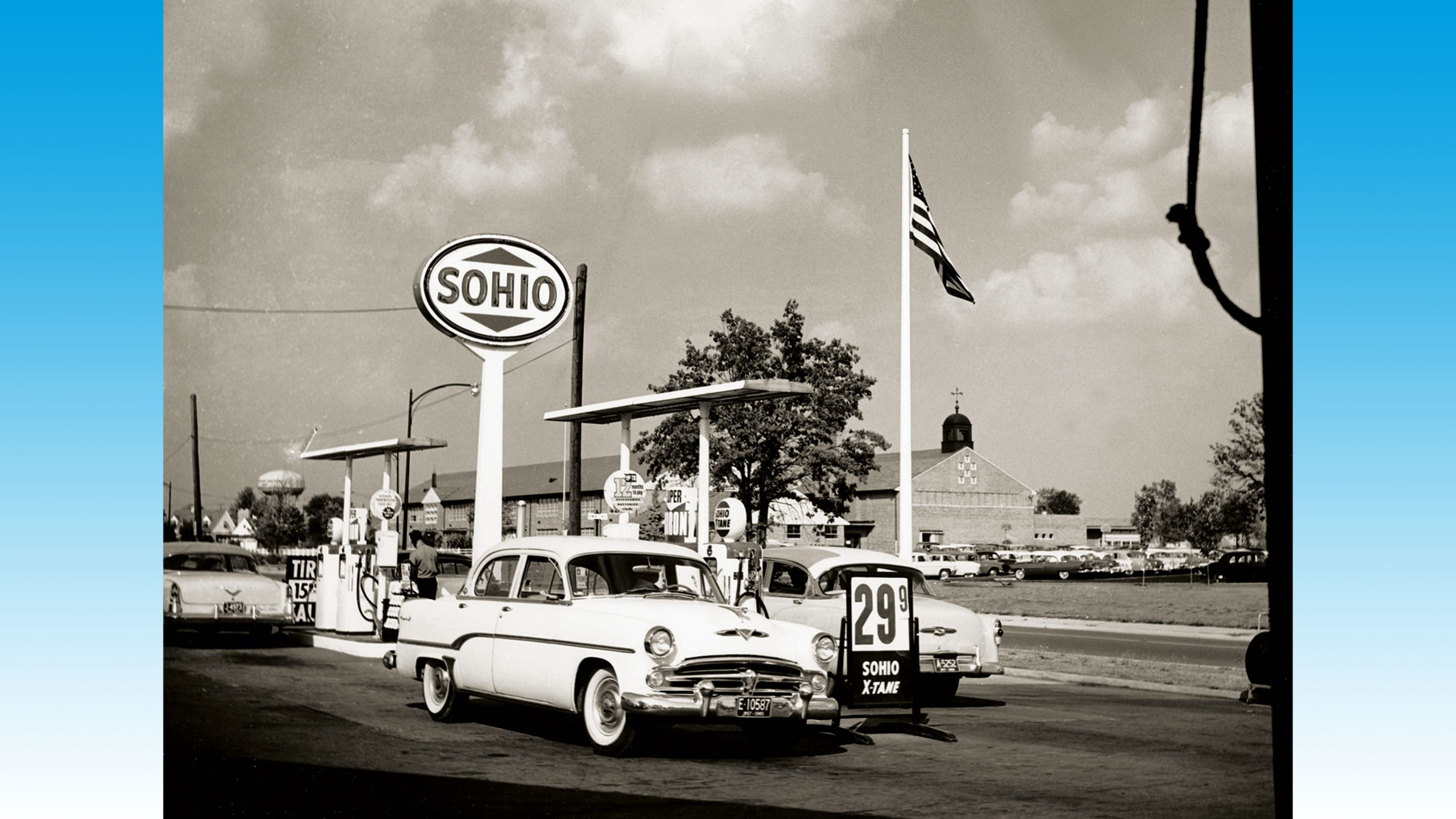 Cars on the forecourt of a Sohio service station in the Tremont shopping centre, Columbus, Ohio, 1957