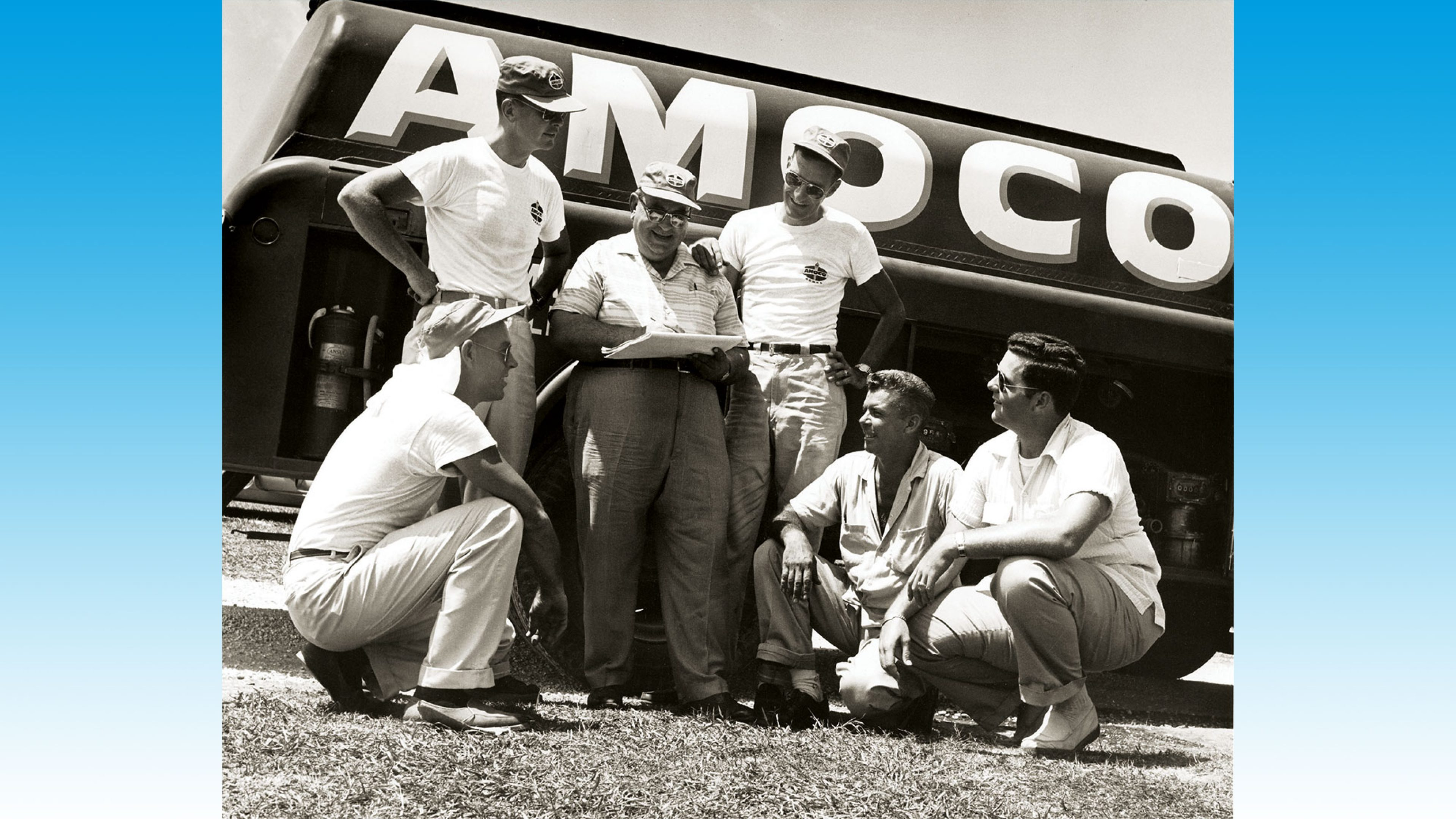 Amoco fuelling crew at the New Orleans to St Louis powerboat race in 1958