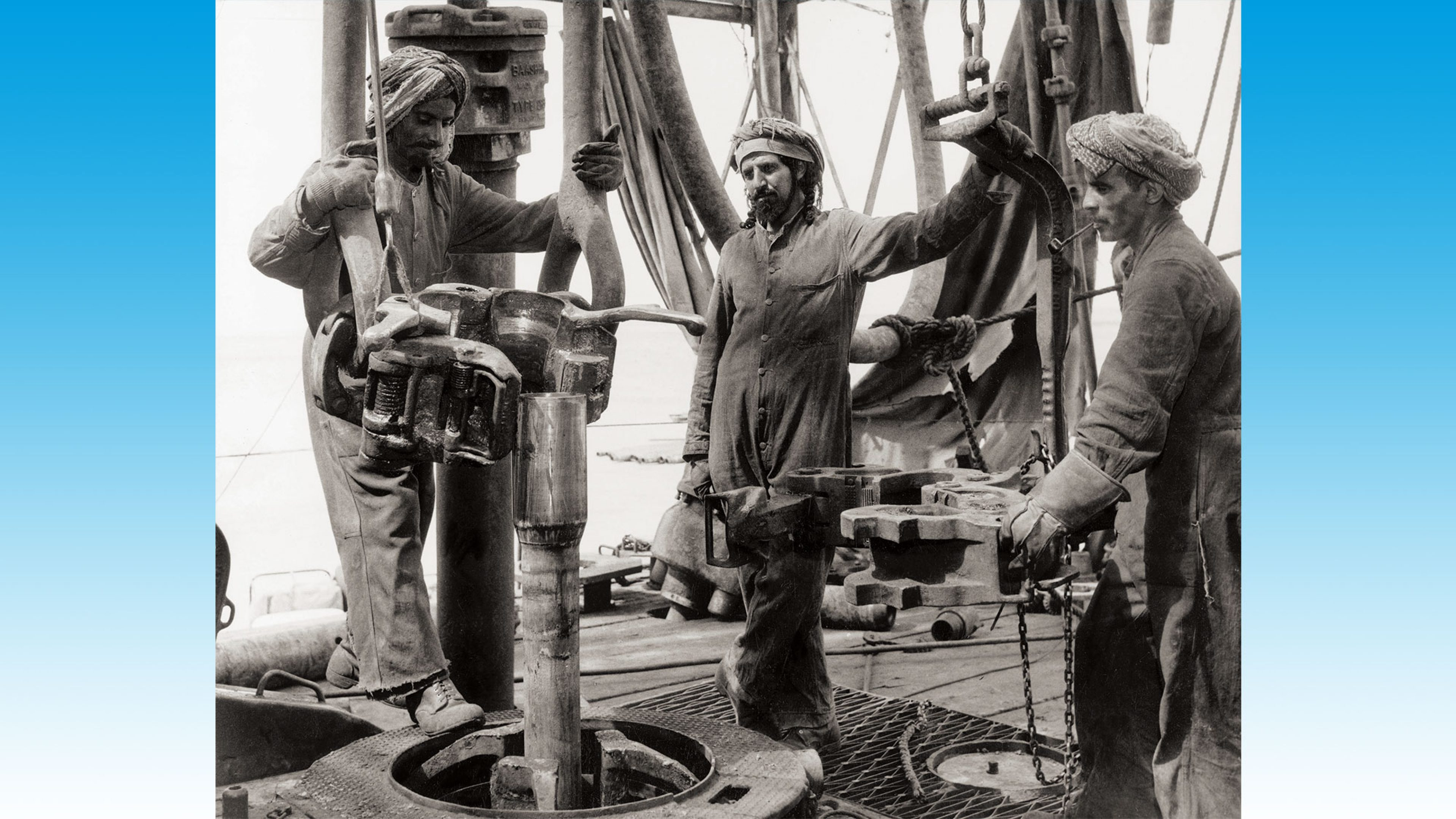 Kuwaiti rigmen preparing to run the drillpipe in 1956